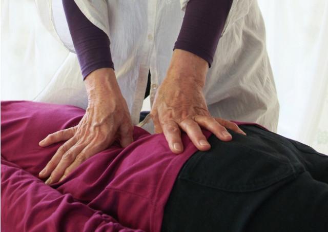 山口市で交通事故治療の相談を承る【すこやか整骨院】は保険の適用が可能なメニューや骨盤矯正が受けられる